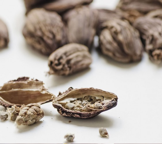 Buy Badi Elaichi – Pure & Natural Black Cardamom Online